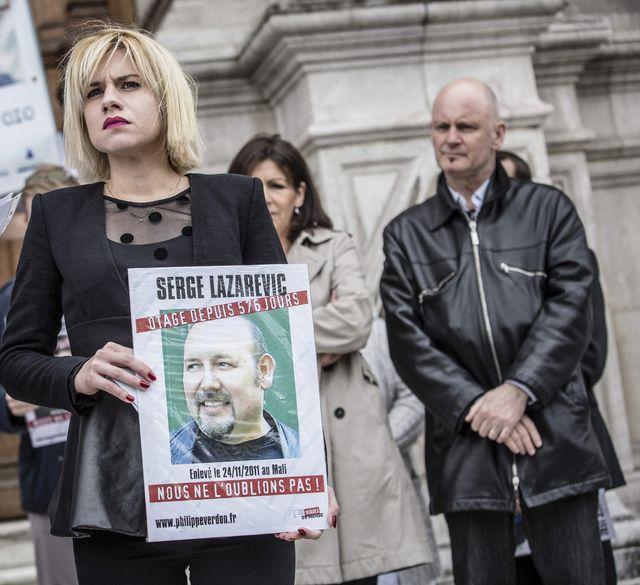 Rassemblement en soutien à Serge Lazarevic en présence de sa fille