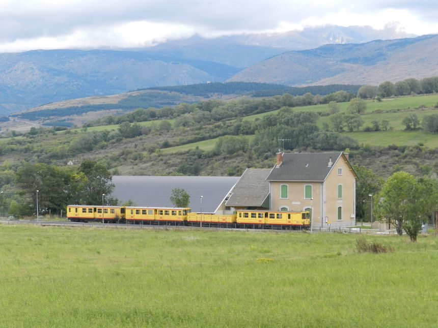 Le train jaune en gare de Saillagouse