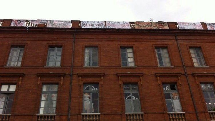 Après 13 jours, pourquoi les pères grimpeurs ne descendent-ils pas de leur toit place du Capitole à Toulouse?