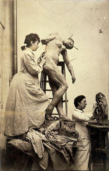 Camille Claudel et Jessie Lipscomb dans l'atelier de Rodin (avant 1899)