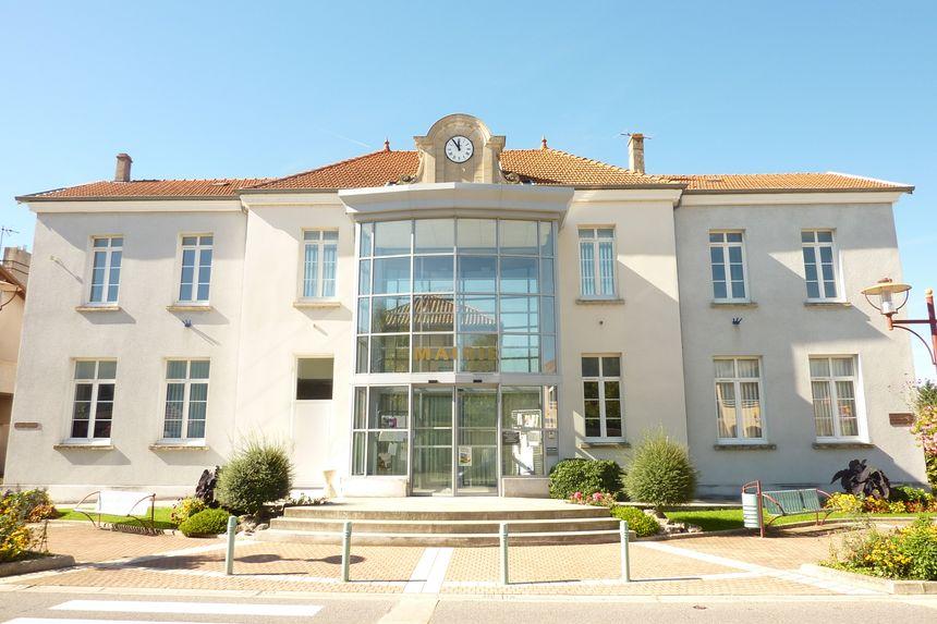 La mairie de Chatuzange le Goubet dans la Drôme.