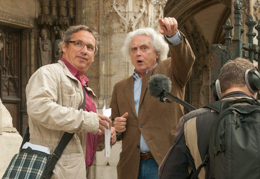 Olivier Mongin et Emmanuel Laurentin devant l'église Saint-Germain-l'Auxerrois à Paris