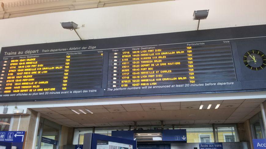 Affichage en gare d'Avignon