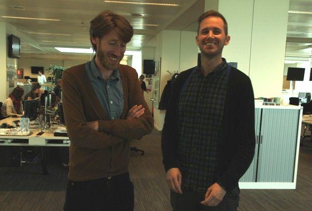 Gijs et Baptiste dans la newsroom de la VRT