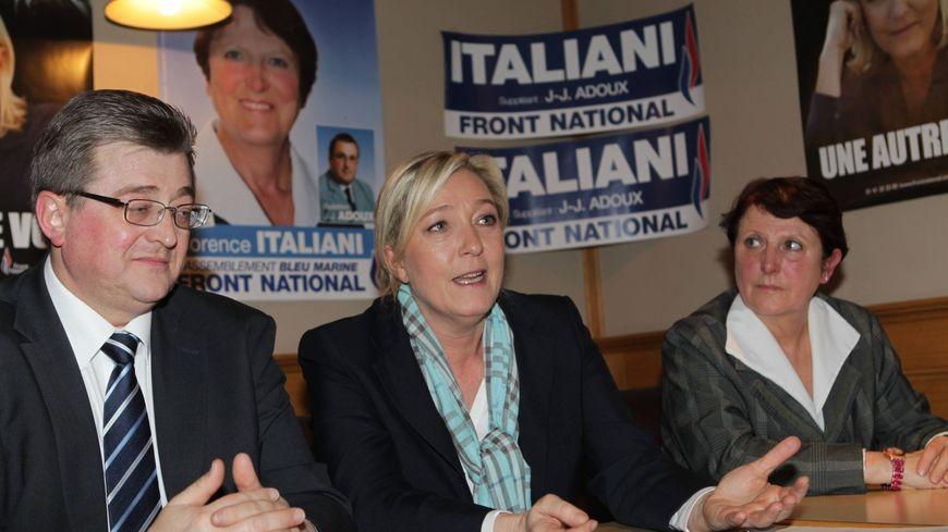 Michel Guiniot, Marine Le Pen et Florence Italiani lors de la législative partielle de 2012