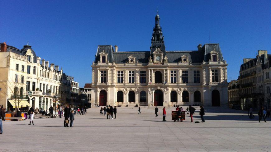 Poitiers, place Leclerc.