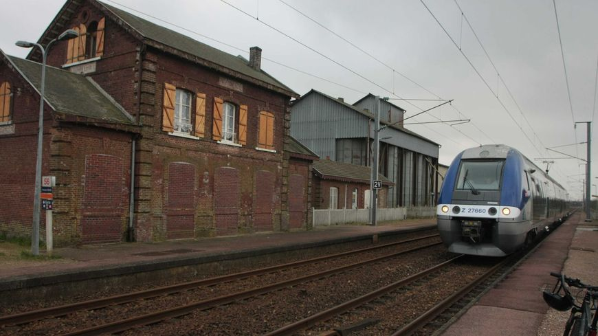 Un TER sur la ligne SNCF entre Rouen et Amiens