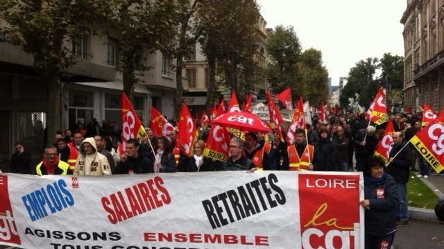Ils étaient près de 500 à manifester dans les rues de Saint-Etienne ce mardi