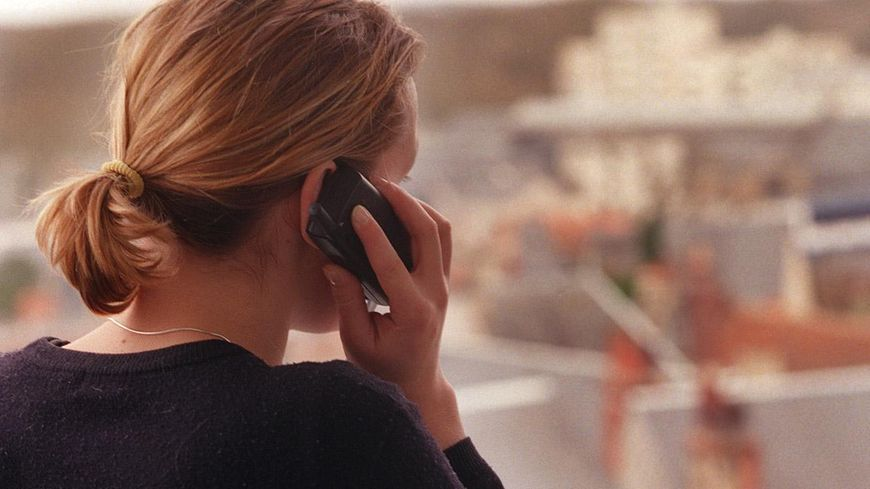 Une femme au téléphone 2