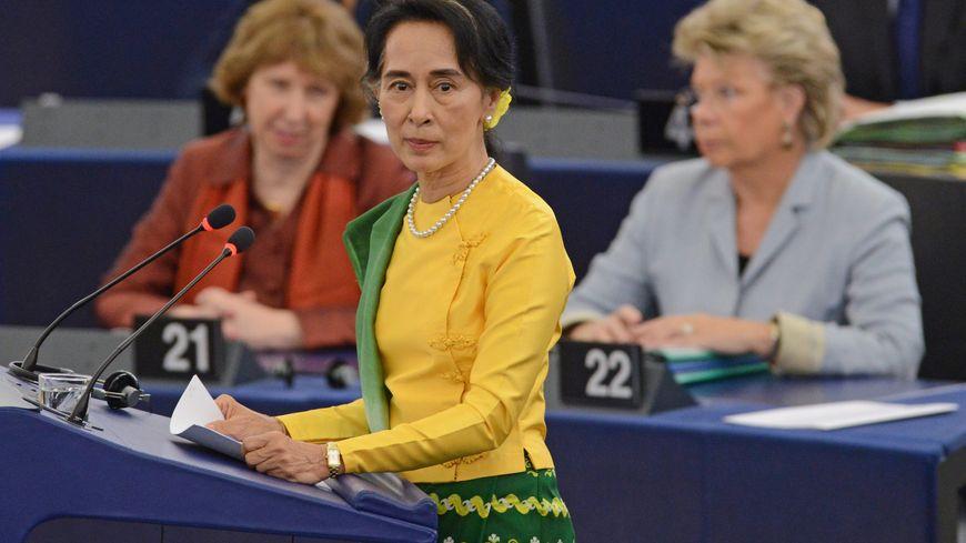 Aung San Suu Kyi reçoit le prix Sakharov à Strasbourg