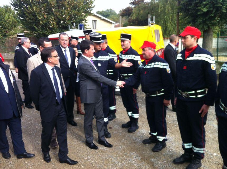 Valls et les pompiers à Clérieux