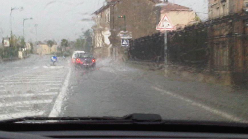 Inondations: des trombes d'eau tombent sur Tournon