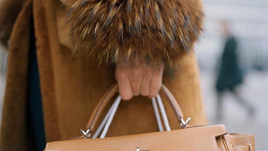 Sac Hermès et manteau de fourrure
