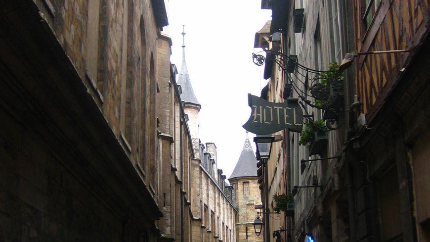 Un adolescent de 17 ans a été tué par une arme tranchante dans la rue Saint Romain à Rouen.