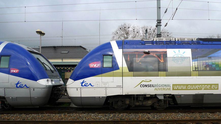 Un TER Auvergne en gare de Moulins.
