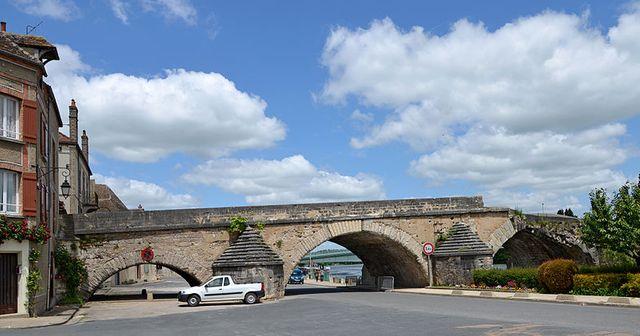 Vieux pont à Pont-sur-Yonne, Yonne