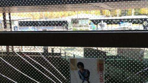 Eclats dans les vitres de la gare TGV de Valence - 1