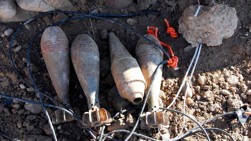 Cinq obus de mortier ont été retrouvé, du type de ceux-ci (illustration).
