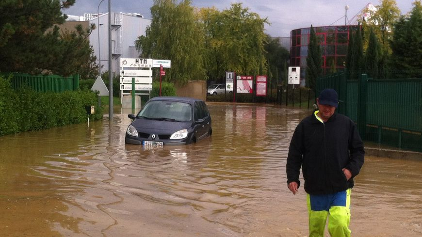 Des inondations impressionnantes vers Tain l'Hermitage dans la Drôme ce mercredi 23 octobre 2013.