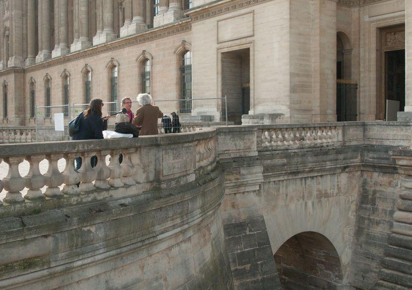 Olivier Mongin et Emmanuel Laurentin devant la cour carrée du Louvre