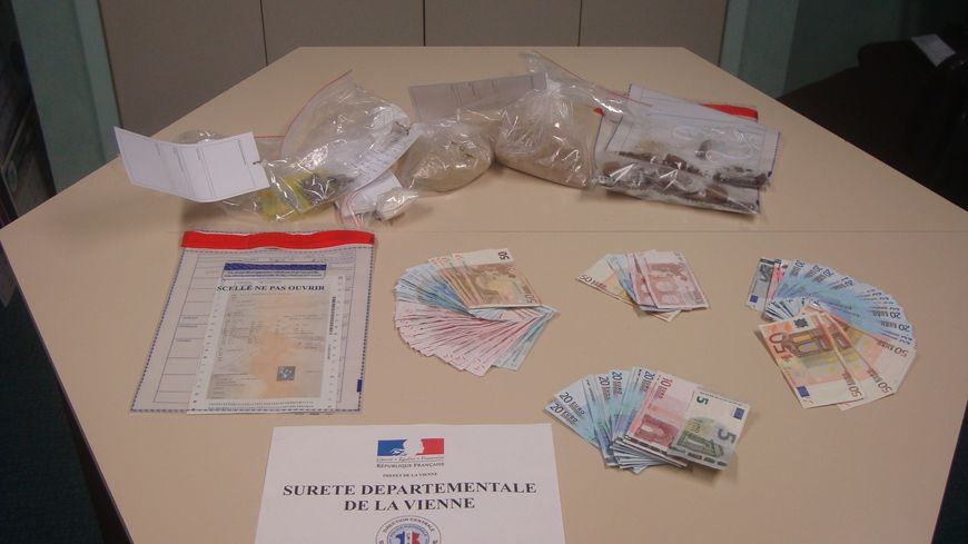 saisie d'héroïne et d'argent par la police de Poitiers.