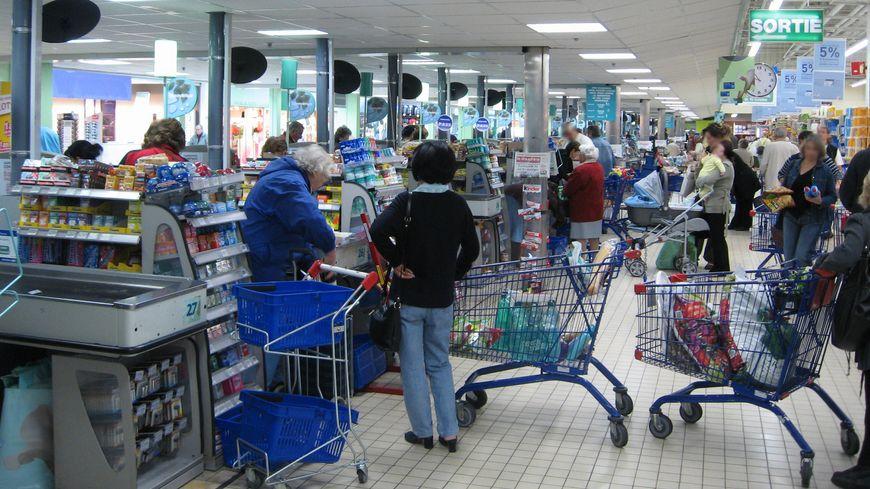 L'attente aux caisses d'un supermarché - photo d'illustration