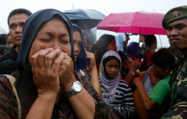 Tacloban, cette femme supplie pour qu'on l'évacue