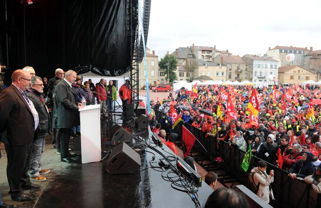 Des milliers de manifestants à Roanne