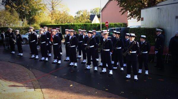 Des stagiaires de la préparation militaire marine de Caen-Épron aux cérémonies du 11 novembre à Épron.