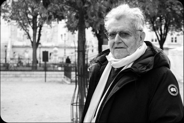José Artur sur la place Dauphine