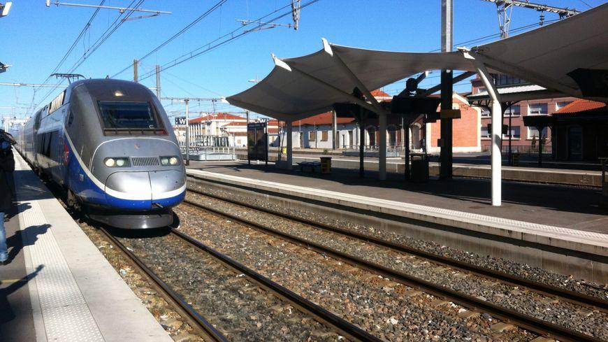 Le TGV en gare de Perpignan