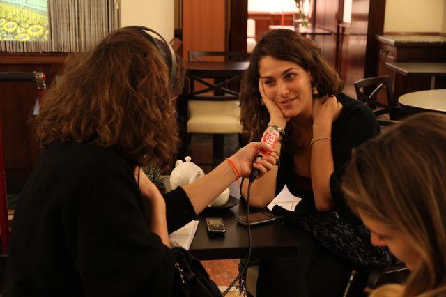Sofia dans le café des parlementaires