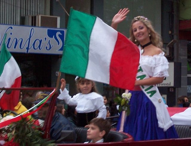 Reine de la communauté italienne, pendant le défilé de la XXVI Fête Nationale de l'immigré, en Argentine