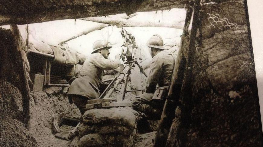 Poilus dans les tranchées pendant la guerre de 14-18