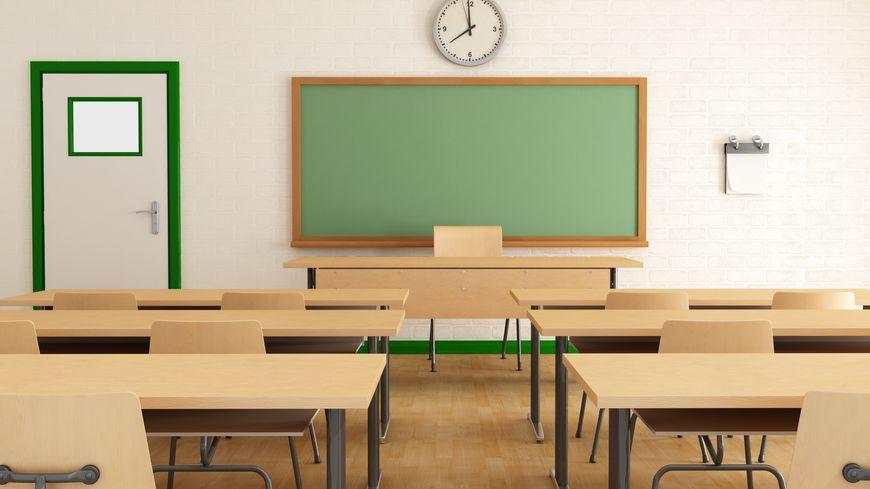 Une classe vide (photo d'illustration).