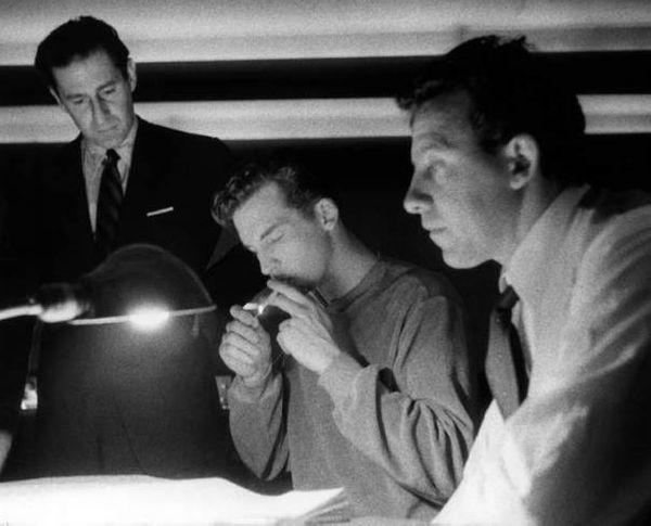 Une pause pendant les sessions de The Saint of Bleecker Street... de gauche à droite, Gian Carlo Menotti, Thomas Schippers et le ténor David Poleri