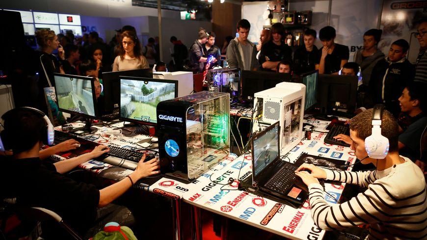 Un tournoi au Games Week 2013, le salon du jeu vidéo