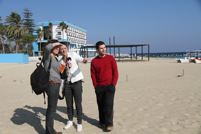 "Interview de Yiannis et Ceren sur la plage, avec Caroline Gillet, pour ""I like europe"" en direct de Nicosie"
