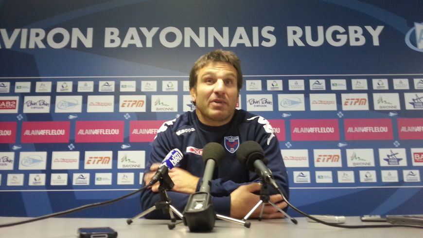 Fabrice Landreau en conférence de presse à Bayonne.