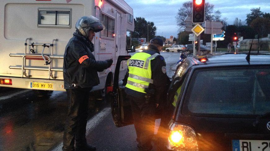 Plus de 400 policiers et gendarmes étaient répartis sur une centaine de points de contrôle en Gironde.