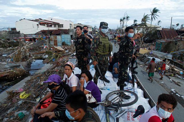 A Tacloban, les soldats américains découvrent une situation désastreuse