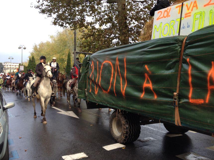 Manifestation contre la TVA à 20 % à Périgueux
