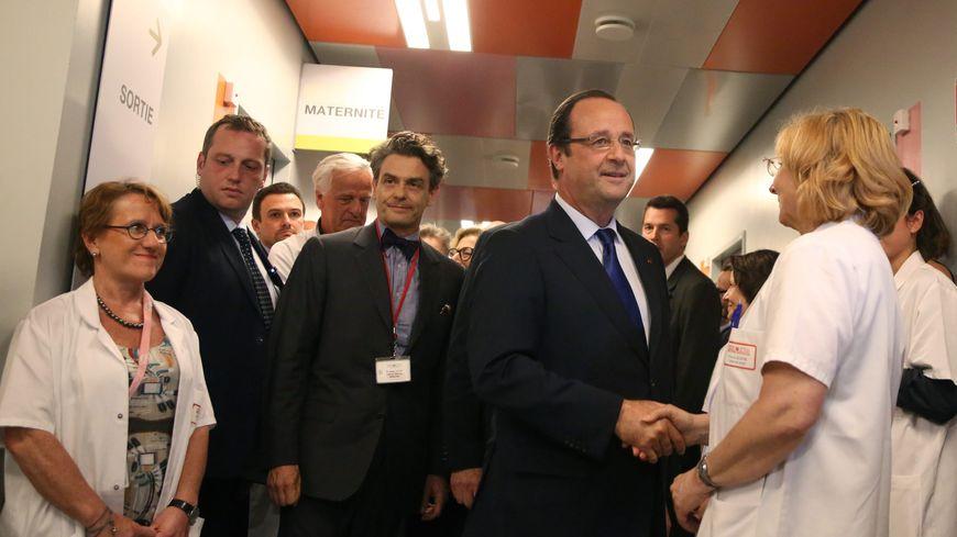 François Hollande inaugure un pôle mère enfant