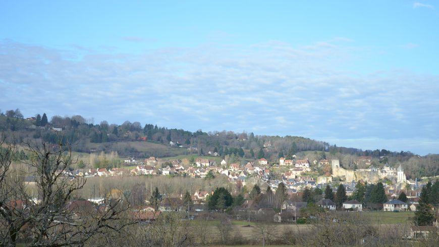 Derrière quelle colline se trouverait l'autre grotte ornée de Montignac ?