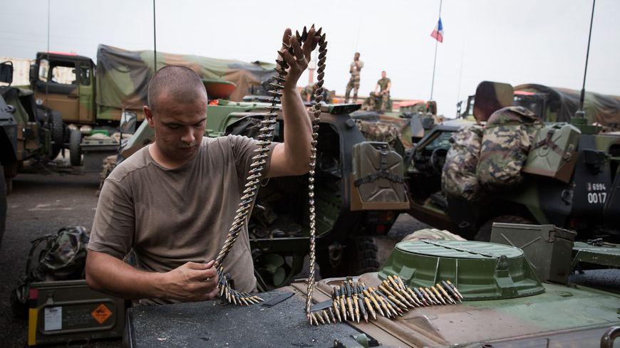 Un escadron de combat français qui se prépare à partir en Centrafrique