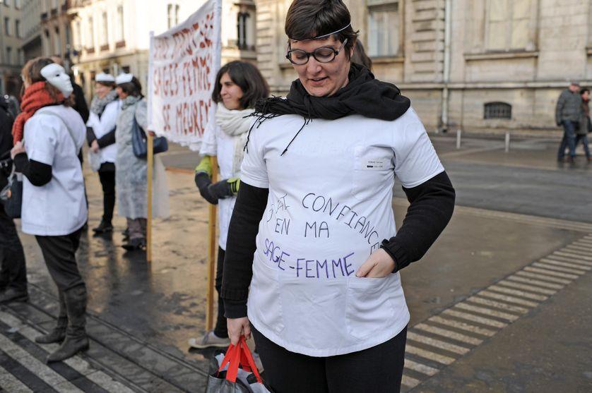 Manifestation des sages-femmes, le 14 décembre 2013, sur la place des Terreaux à Lyon.