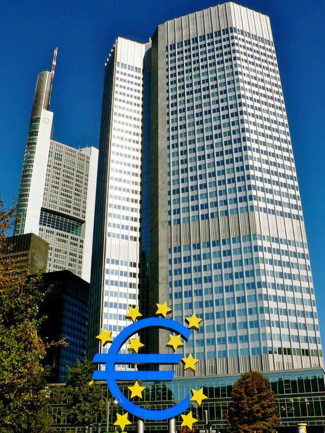 L'Eurotower, siège de la banque centrale européenne, à Frankfort