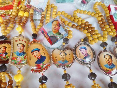 Bracelets, posters, statuettes...de Mao