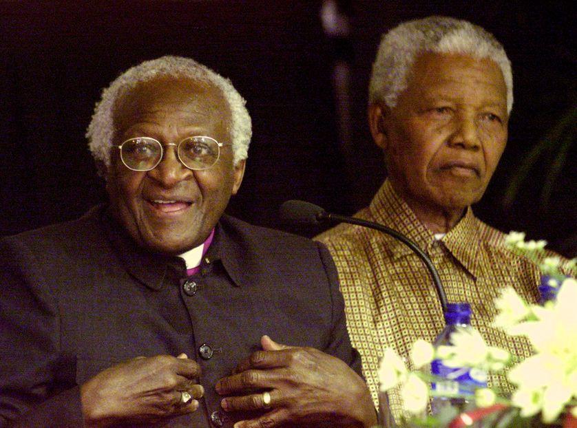 Desmond Tutu avec Nelson Mandela, près de Cape Town, en  décembre 2001