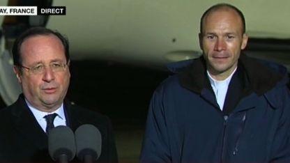 François Hollande avec le père Vandenbeusch, à Villacoublay le 1er janvier - capture d'écran